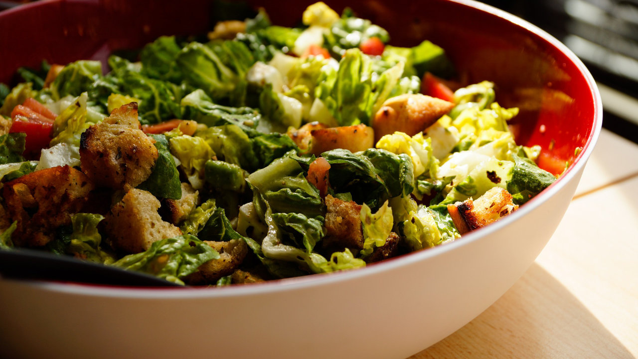 Green salad with mixed veggies in a bowl