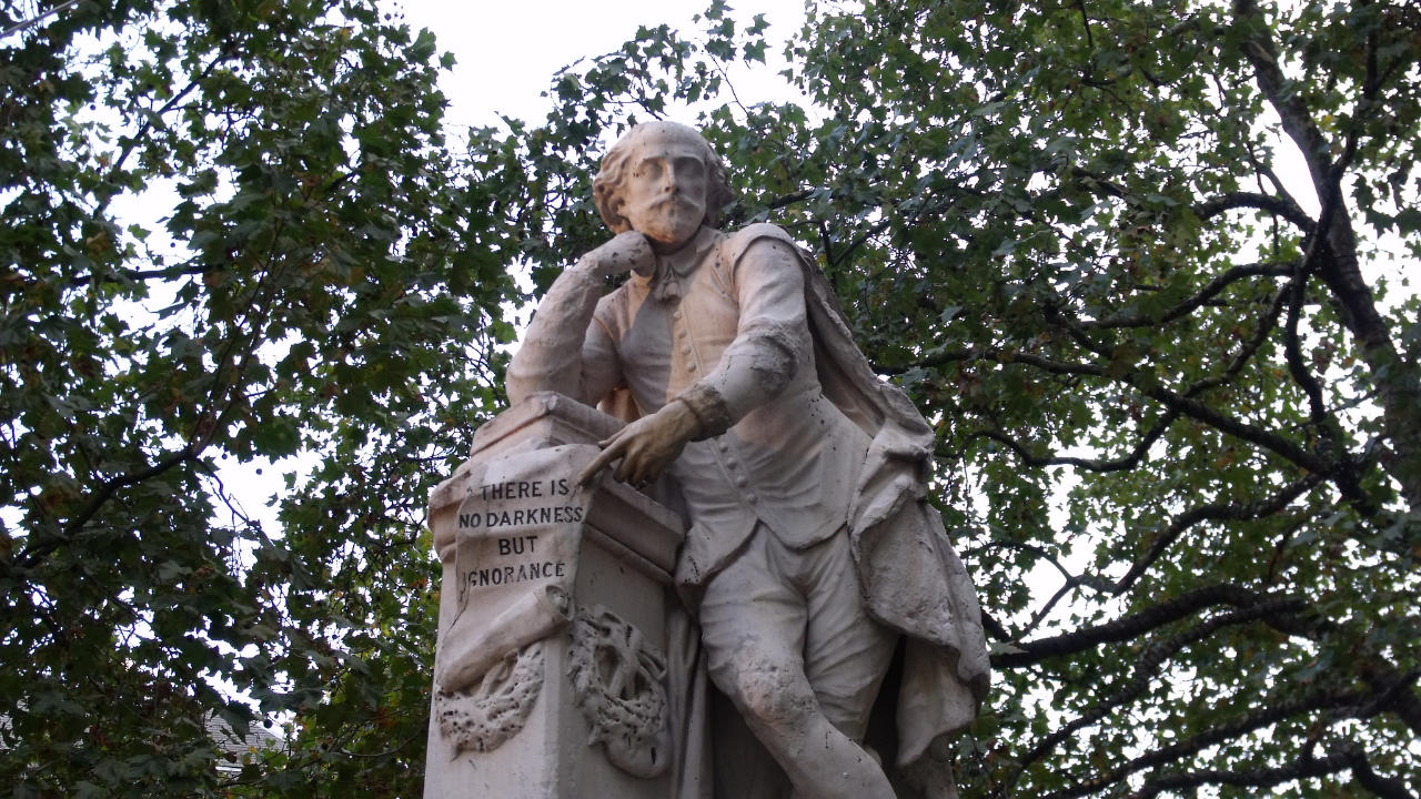 A statue of William Shakespeare